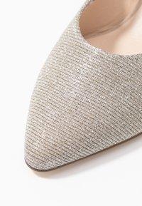Peter Kaiser - MITTY - Classic heels - sand shimmer - 2