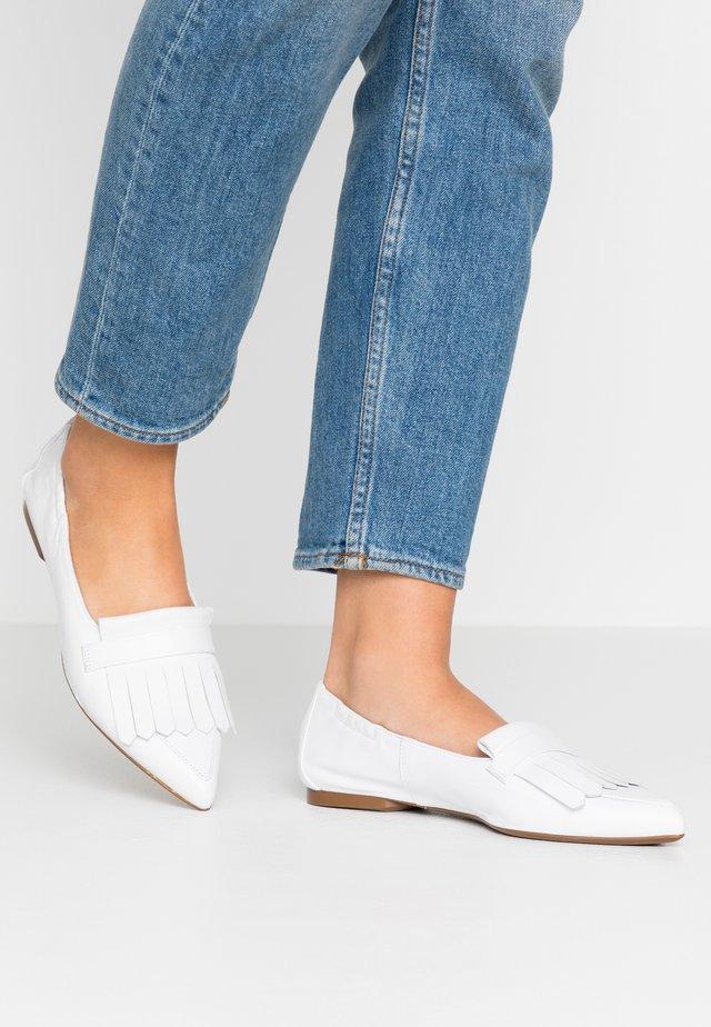 SHAUNA - Slippers - weiss samoa