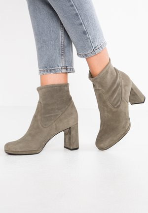 MAYA - Classic ankle boots - cladonia