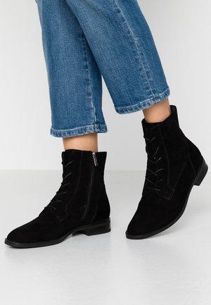 LIEZE - Lace-up ankle boots - schwarz