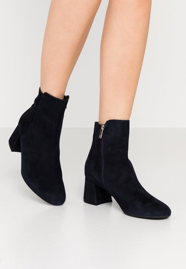 BETTY - Classic ankle boots - navy