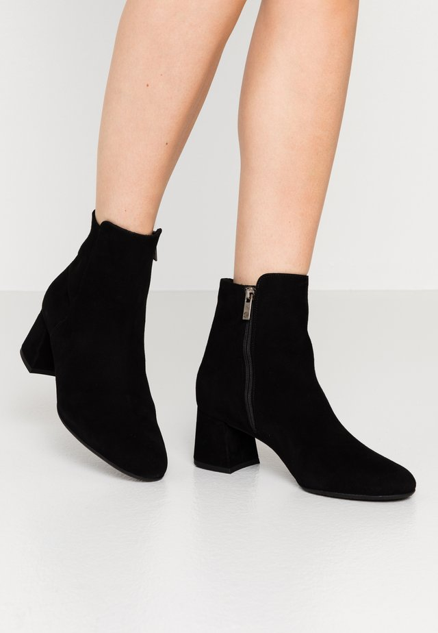 BETTY - Classic ankle boots - schwarz