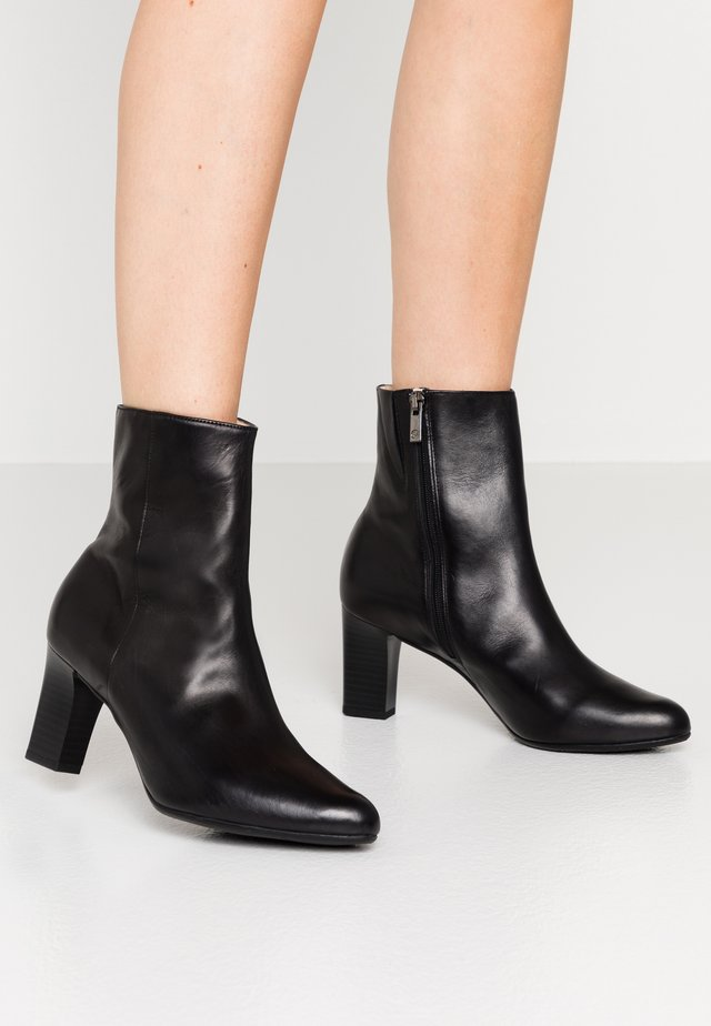 MUNA - Classic ankle boots - schwarz firenze