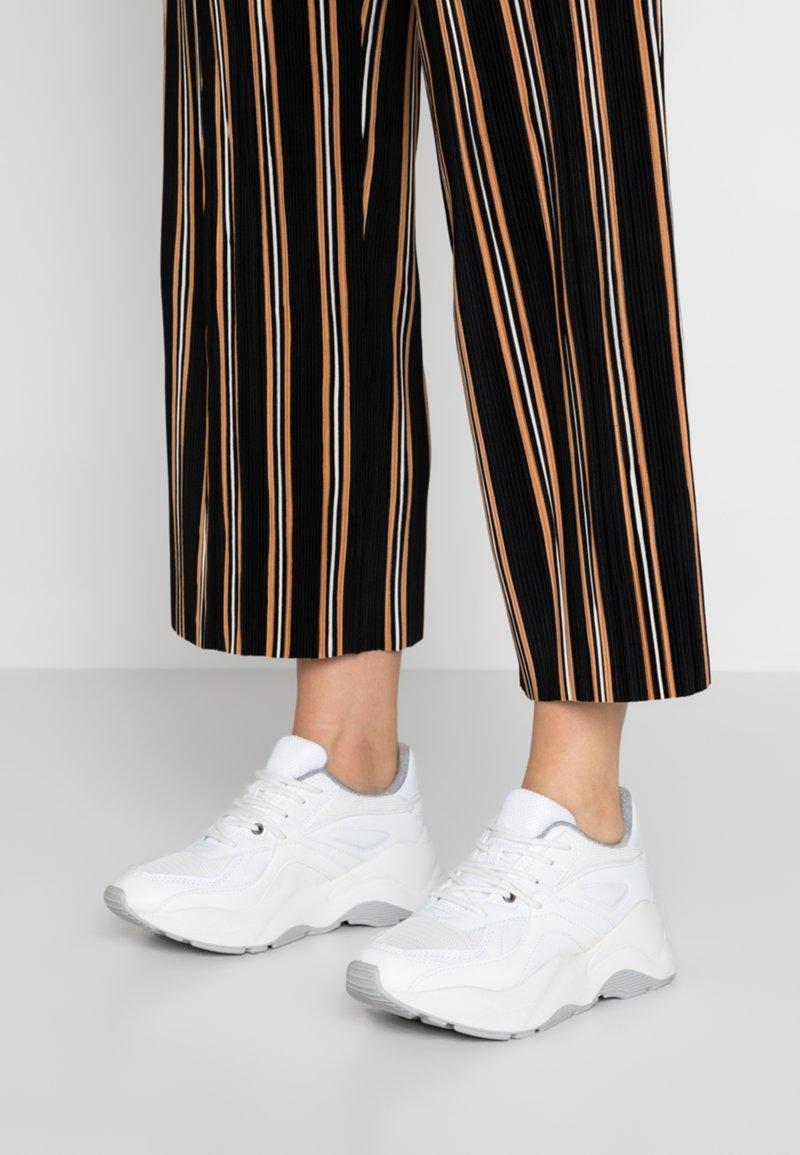Pieces - PSCHLOE  - Sneaker low - white