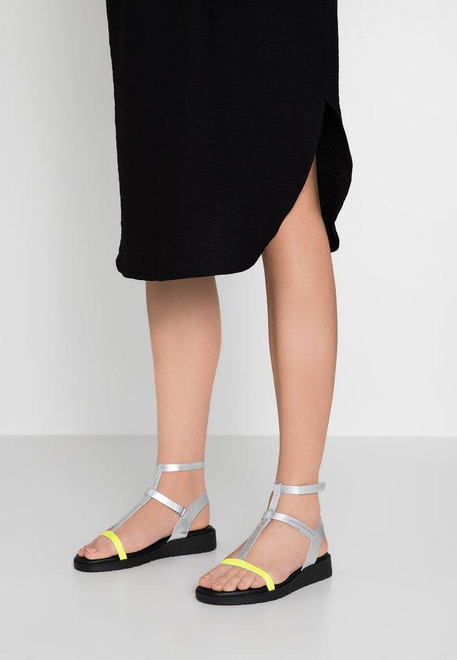 PSCHANA - Sandalen met sleehak - silver