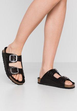 PSALEXANDRA  - Domácí obuv - black