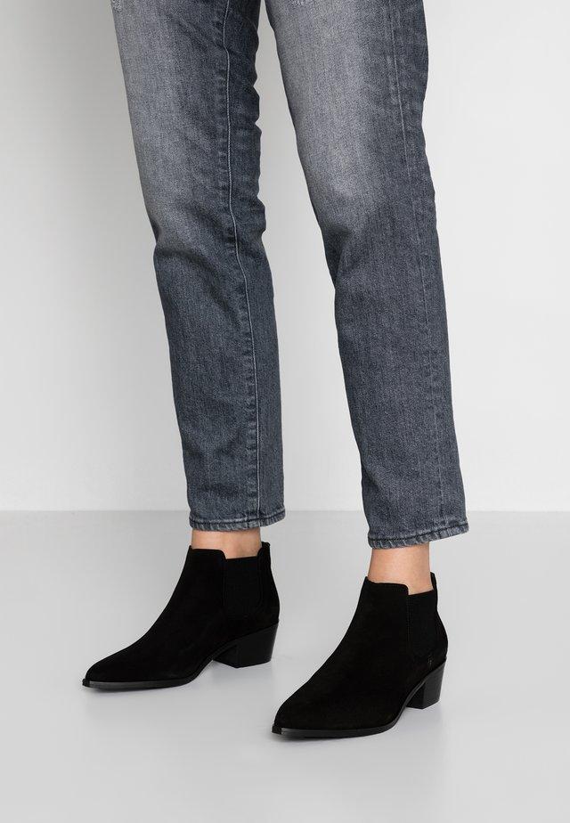 PSCOBIE - Korte laarzen - black