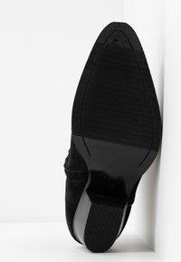 Pieces - PSHILARY BOOT - Botines camperos - black - 6
