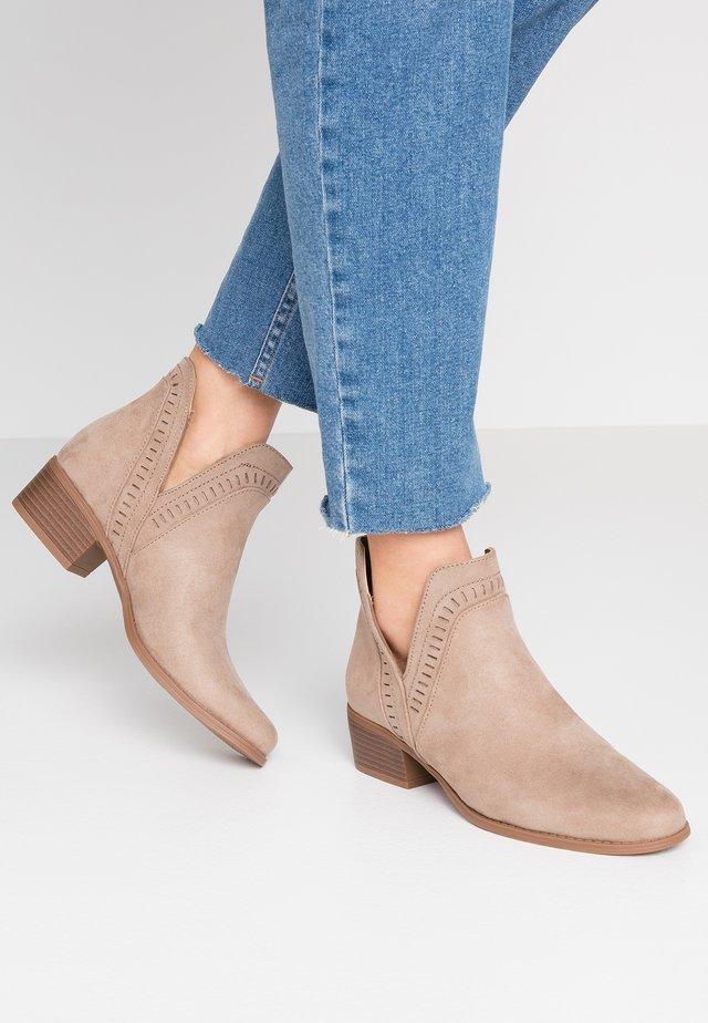 PSARIN - Boots à talons - tannin
