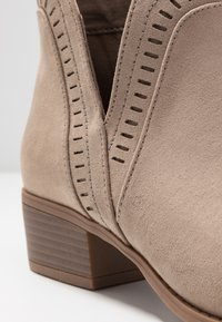 Pieces - PSARIN - Ankle boot - tannin - 2