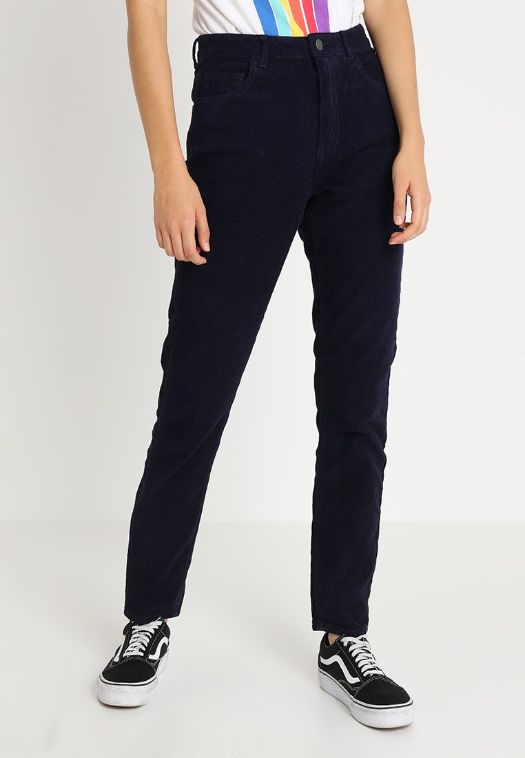 Pieces - PCFAY MOM PANTS - Broek - maritime blue