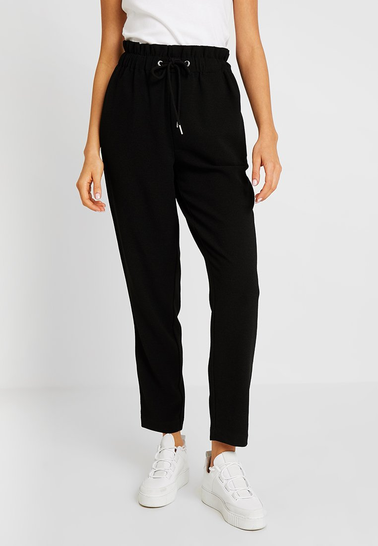 Pieces - PCLINDA ANKLE PANTS - Stoffhose - black