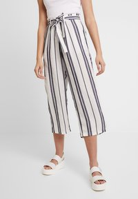Pieces - PCCELLY CULOTTE PANT - Kalhoty - bright white - 0