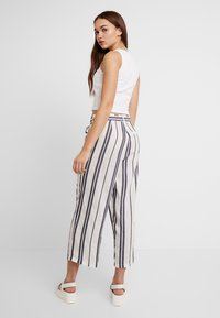 Pieces - PCCELLY CULOTTE PANT - Kalhoty - bright white - 2