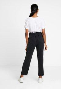 Pieces - PCBIRSEN  ANKLE PANTS - Pantaloni - black - 3