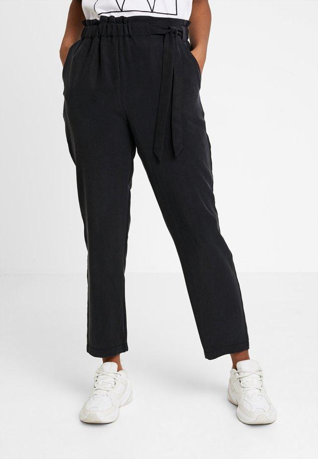 PCBIRSEN  ANKLE PANTS - Pantaloni - black