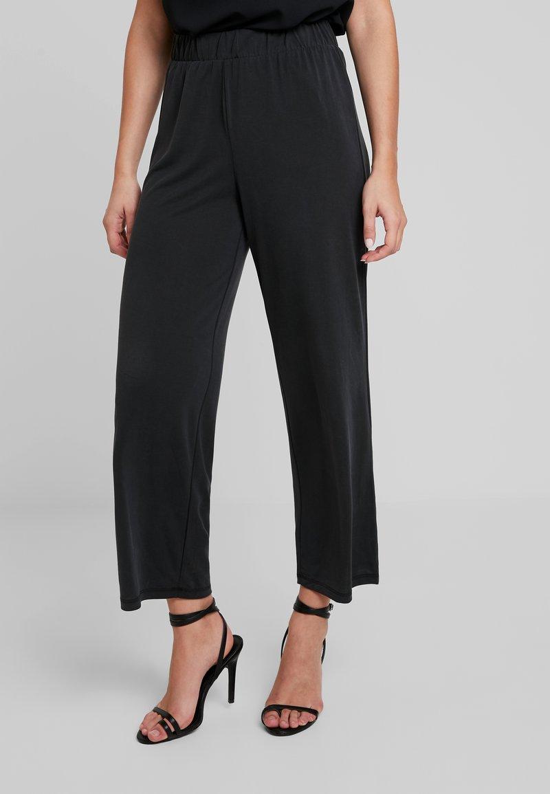 Pieces - PCKAMALA ANKLE PANTS - Trousers - black