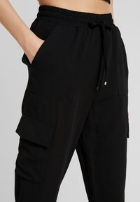 Pieces - PCYKIA PANTS - Kalhoty - black - 4