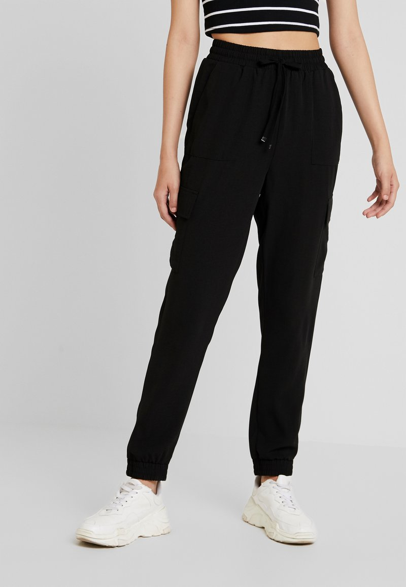 Pieces - PCYKIA PANTS - Kalhoty - black