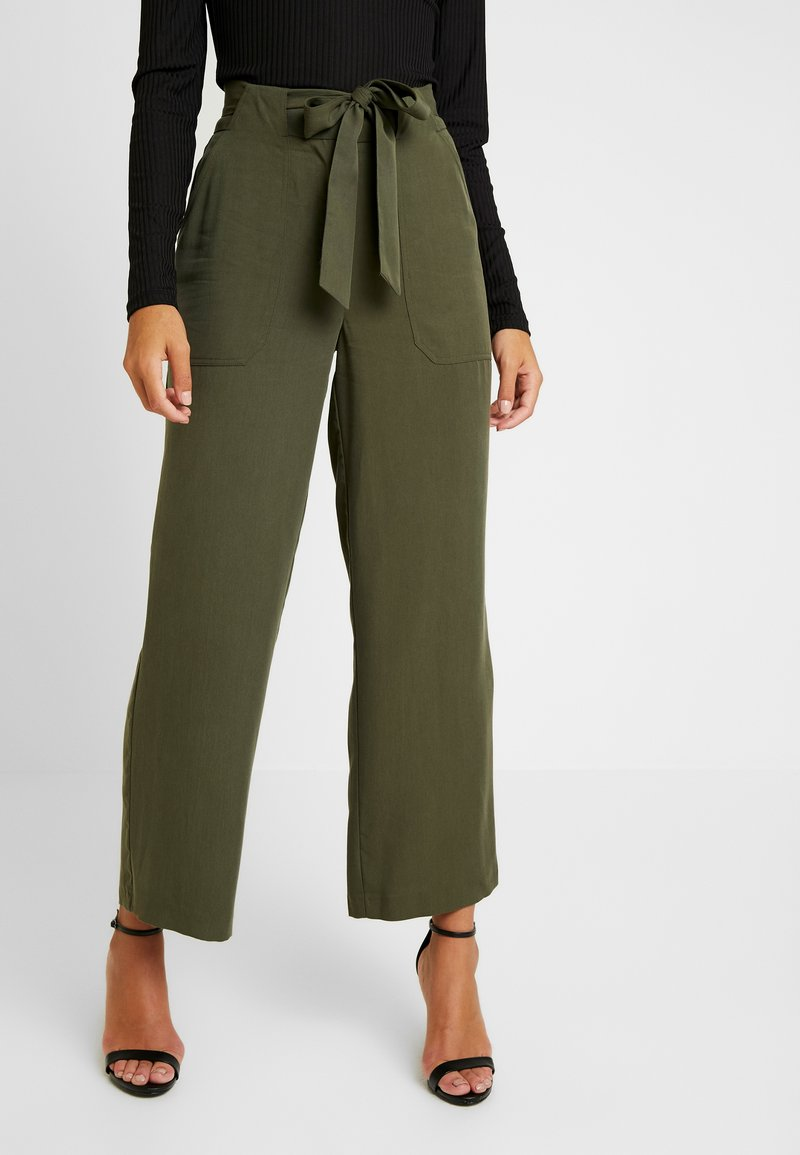 Pieces - PCHELEMA ANKLE PANT - Trousers - forest night