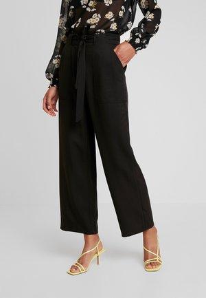 PCHELEMA ANKLE PANT - Pantalon classique - black