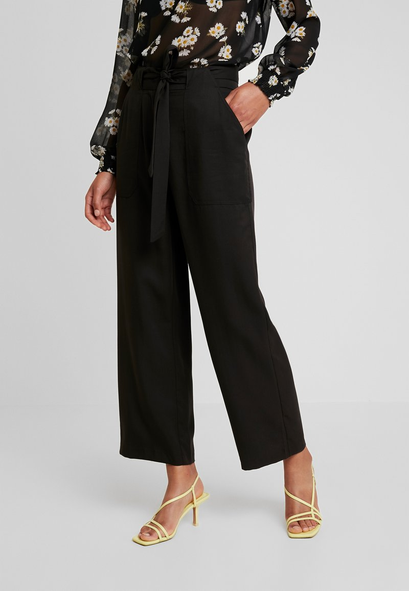 Pieces - PCHELEMA ANKLE PANT - Trousers - black