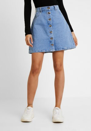 PCFATE BUTTON SKIRT - Denim shorts - light blue denim