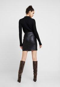 Pieces - Minifalda - black - 2