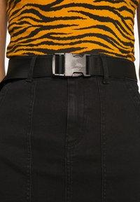 Pieces - PCNALA PENCIL BUCKLE SKIRT - Jupe crayon - black denim - 4