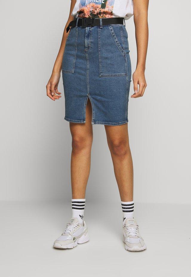 PCNALA PENCIL BUCKLE SKIRT - Pencil skirt - light blue denim