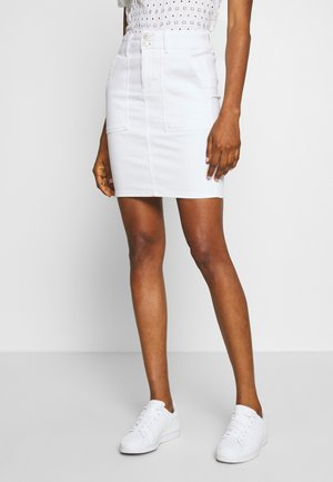 PCAVIA SKIRT BOX CAMP - Jupe crayon - bright white