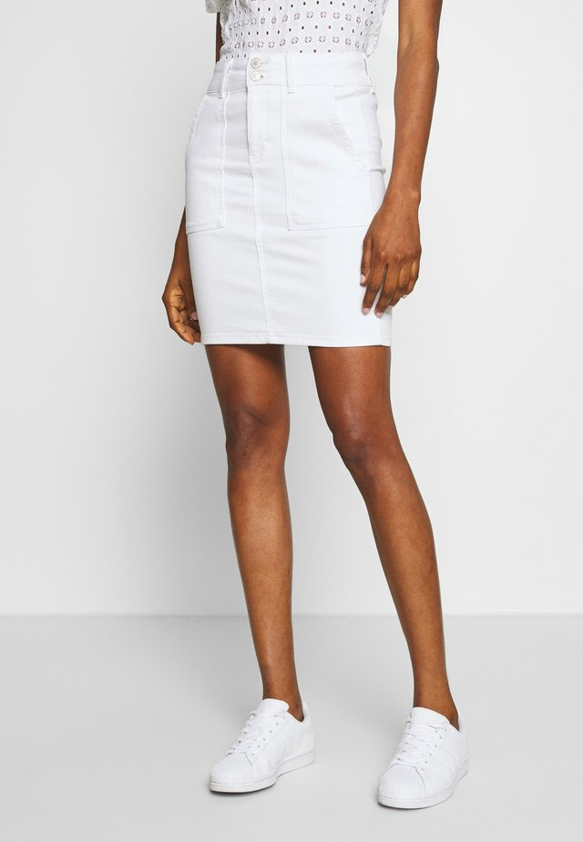 PCAVIA SKIRT BOX CAMP - Pencil skirt - bright white