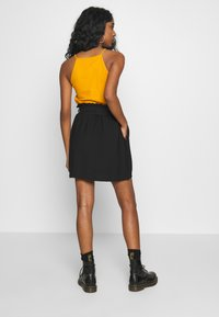 Pieces - PCNYKKE SKIRT - Minirok - black - 2