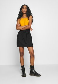 Pieces - PCNYKKE SKIRT - Minirok - black - 1