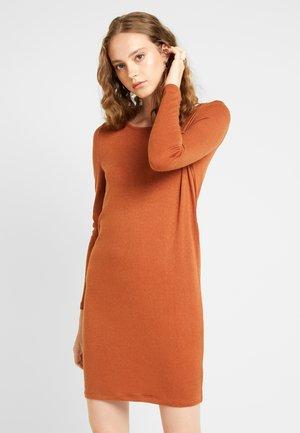 Pletené šaty - mocha bisque