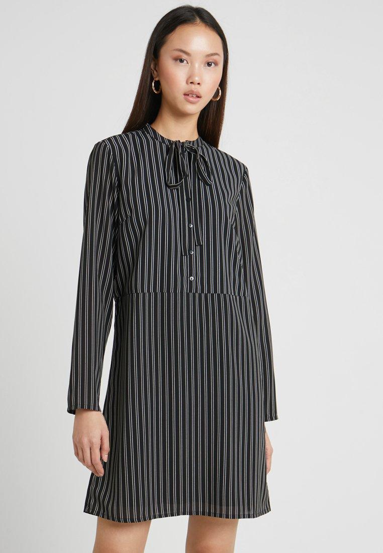 Pieces - PCBRILLA DRESS - Shirt dress - black/cloud dancer