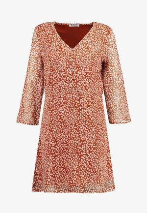 PCMARIE DRESS - Sukienka koszulowa - redwood/white pepper