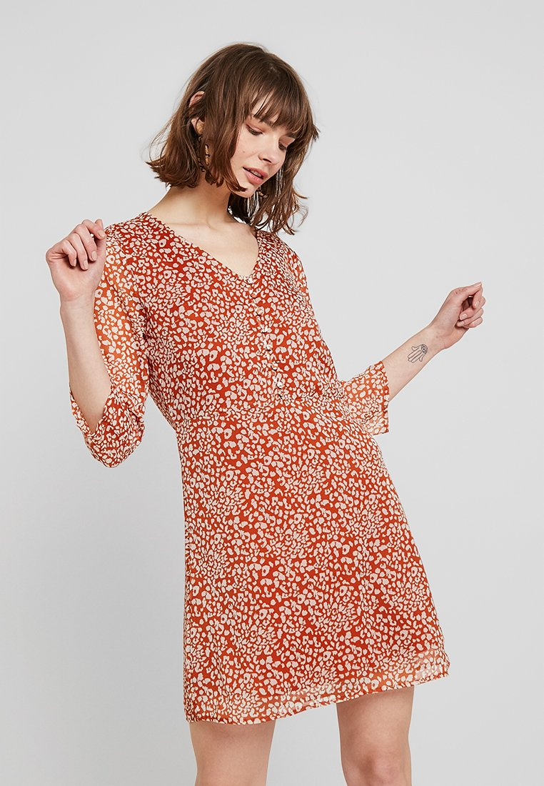 Pieces - PCMARIE DRESS - Blusenkleid - redwood/white pepper