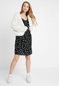Pieces - PCBIRDY SLIP DRESS - Vestito estivo - black - 1