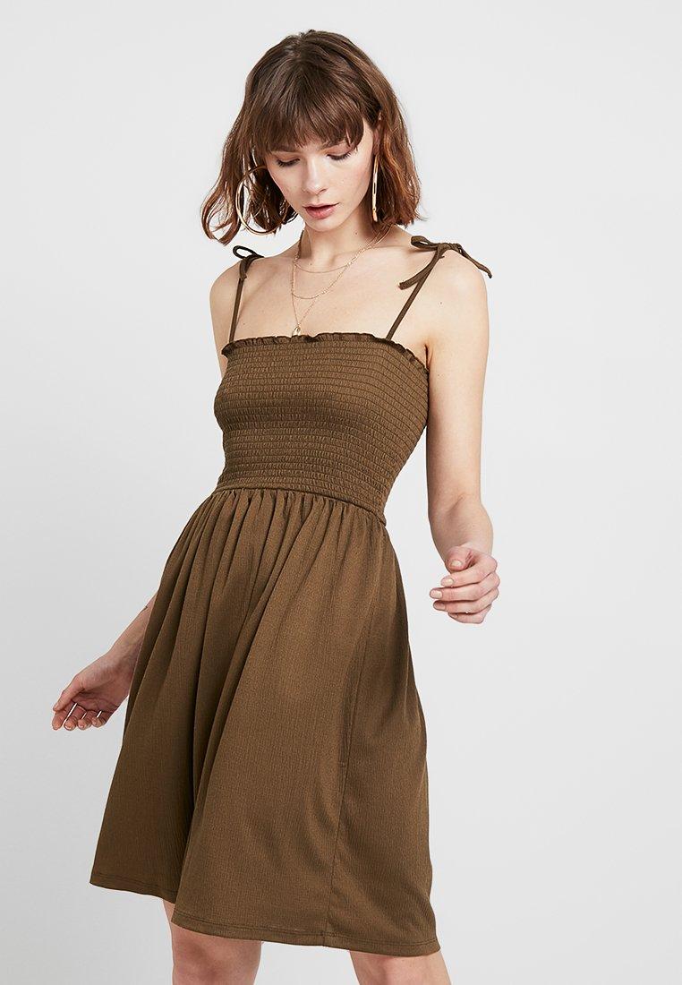 Pieces - PCCALEN DRESS - Žerzejové šaty - beech