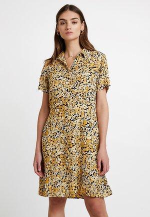 PCMONNIE DRESS - Košilové šaty - black