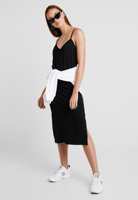 Pieces - PCFREJA SLIP DRESS - Jersey dress - black - 2