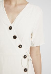 Pieces - PCEDMIA DRESS - Robe chemise - almond milk - 6