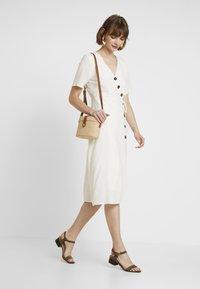 Pieces - PCEDMIA DRESS - Robe chemise - almond milk - 2