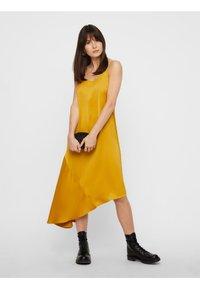 Pieces - Maxiklänning - yellow - 1