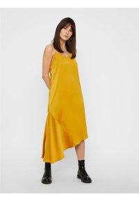 Pieces - Maxiklänning - yellow - 0