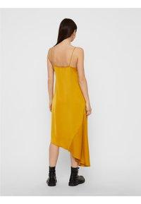 Pieces - Maxiklänning - yellow - 2