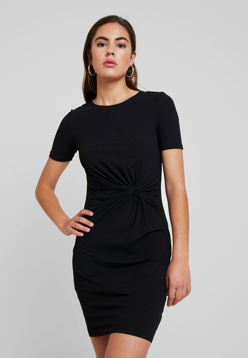 Pieces - PCMANULA DRESS - Etuikleid - black