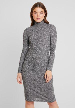 PCJAMILE DRESS - Shift dress - medium grey