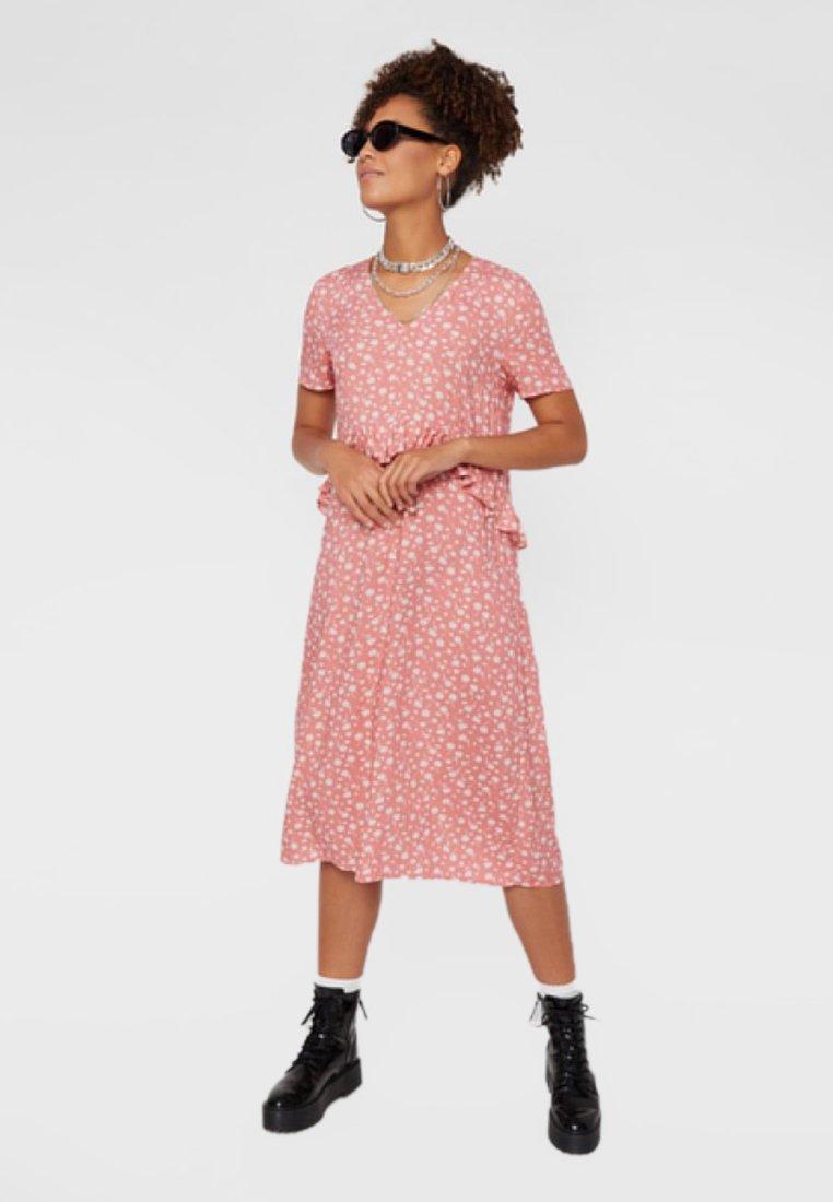 Pieces - Vestido informal - candy pink